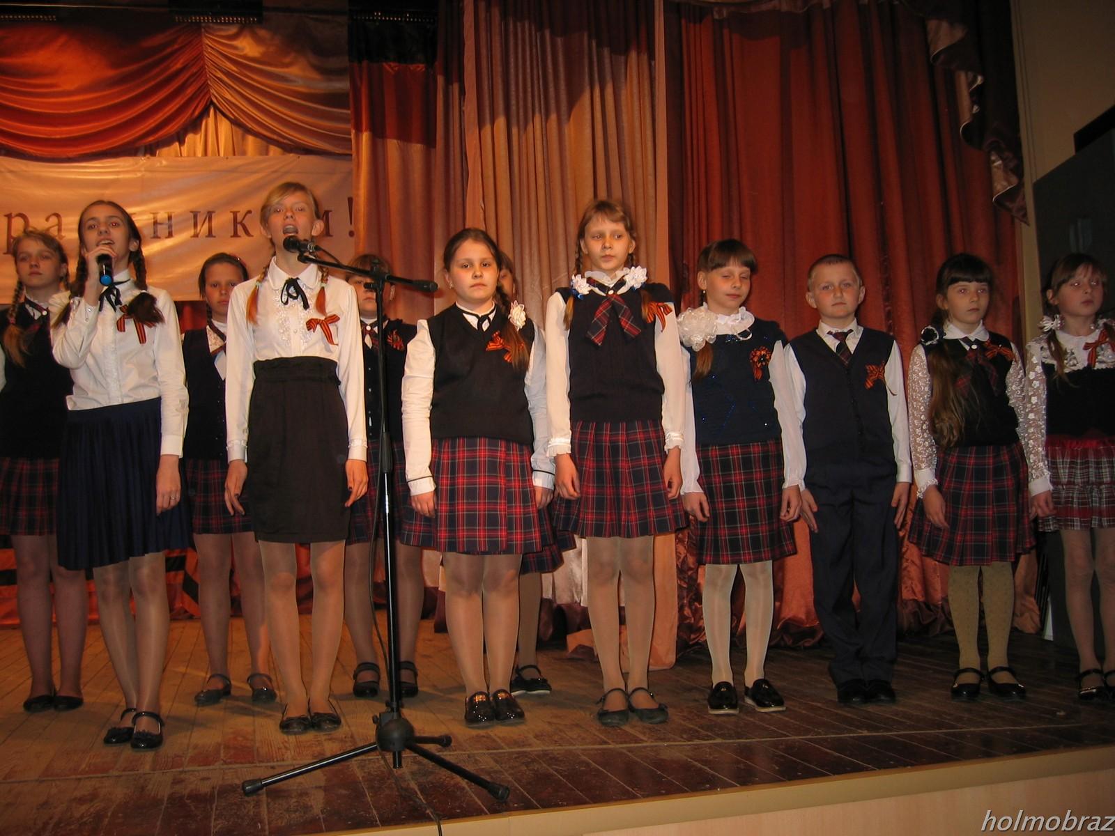 Главный праздник 8 мая исполняет хор